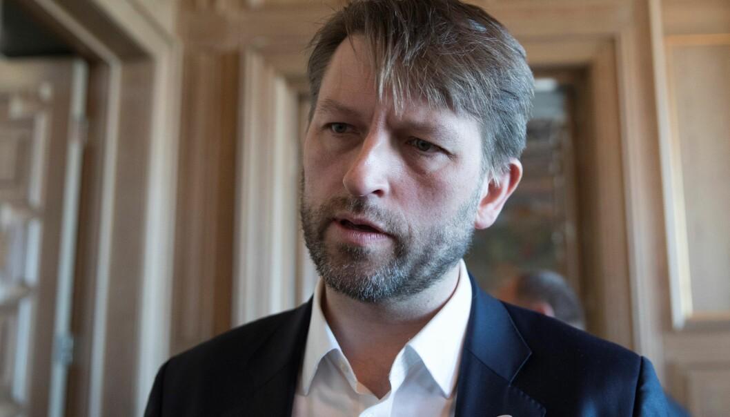 — Serveringssteder som følger reglene og opptrer ansvarlig må få være åpne. Det skal lønne seg å følge reglene, sier nestleder i Oslo Høyre, Eirik Lae Solberg.