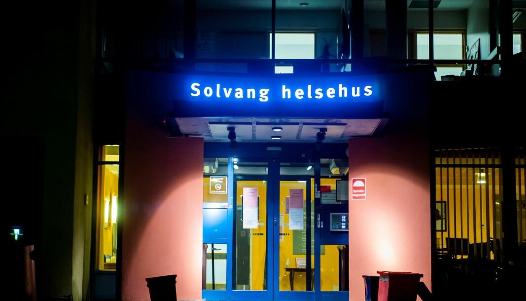 Solvang helsehus på Teisen avlaster sykehusene i Oslo med å ta hånd om fire koronapasienter.