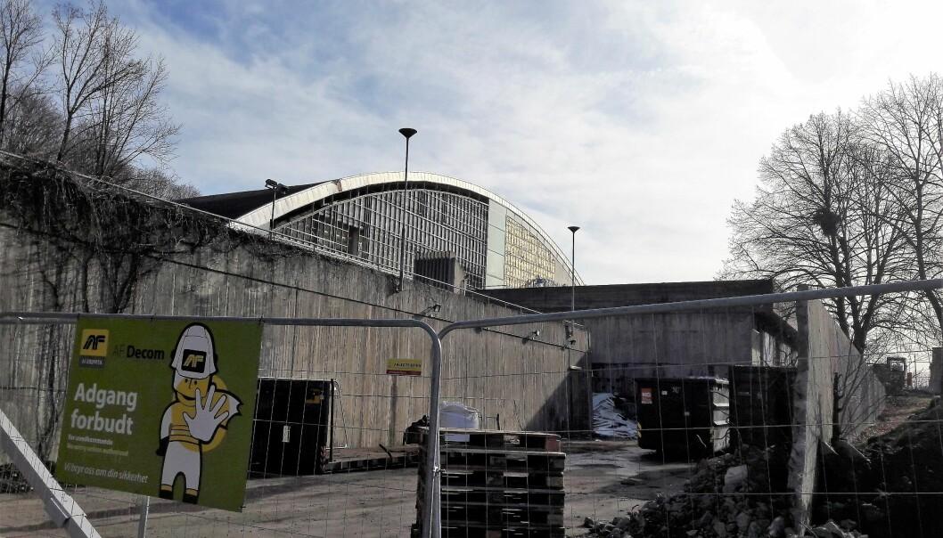 Arbeidet med rivingen av det gamle Tøyenbadet er foreløpig ikke berørt av koronakrisen.