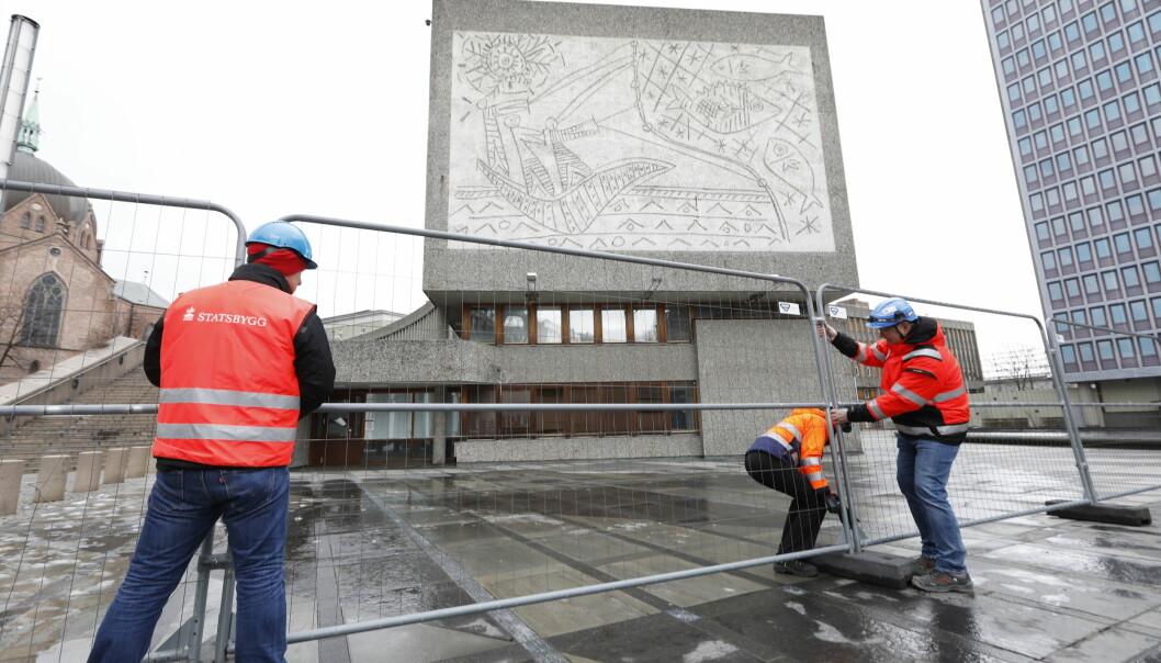 Forberedelsene til å rive Y-blokka er i gang, men Norske arkitekters landsforbund og Fortidsminneforeningen håper Oslo tingrett vil redde bygget.