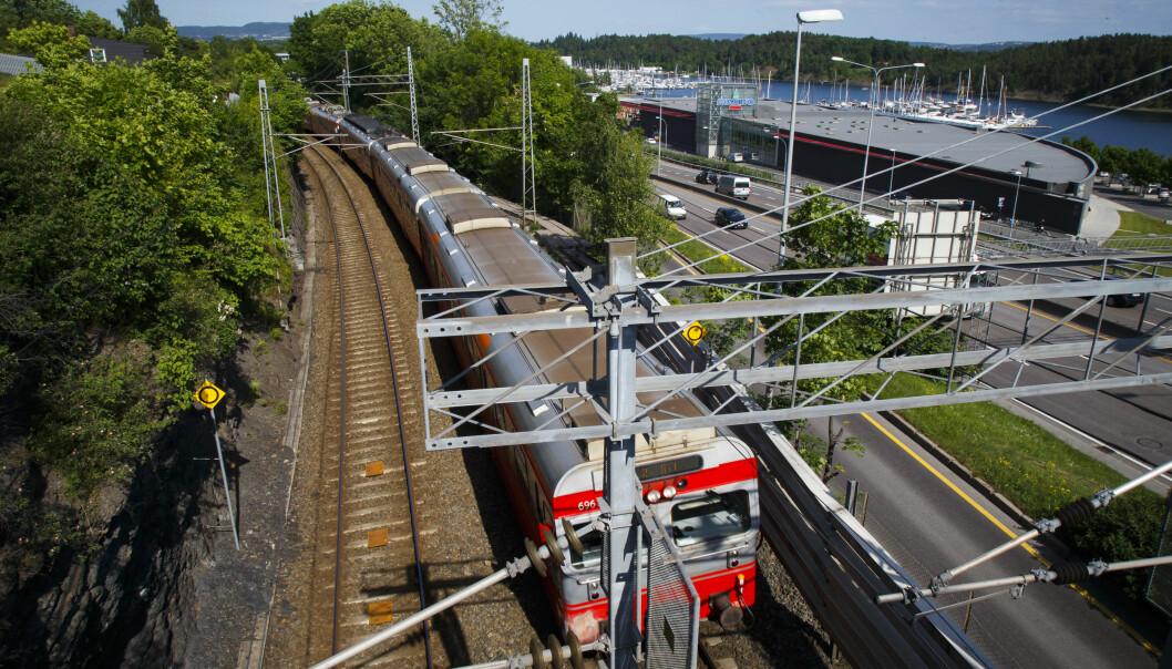 Her er toglinja som går parallelt til E18 ved Vækerø i Oslo.