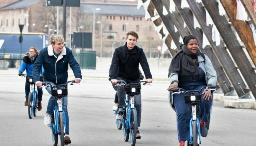 Bysyklene i Oslo er ment å avlaste kollektivtrafikken og hindre koronaspredning. I Trondheim er det motsatt. Der forbys bysyklene.