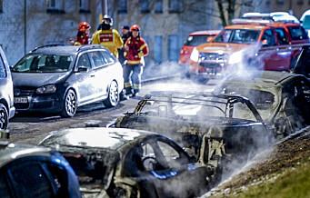 Ingen mistenkt etter at fem biler brant på Linderud