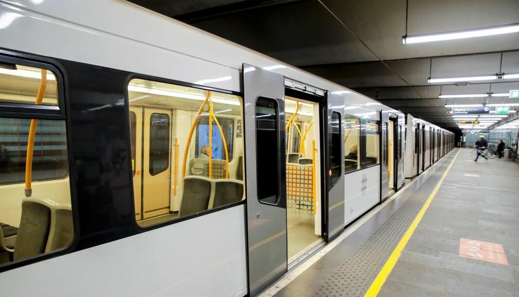 T-banen kan gjerne bygges langs Ring 2, men det utelukker ikke behovet for ny sentrumstunnel via Stortinget, skriver forfatterne.