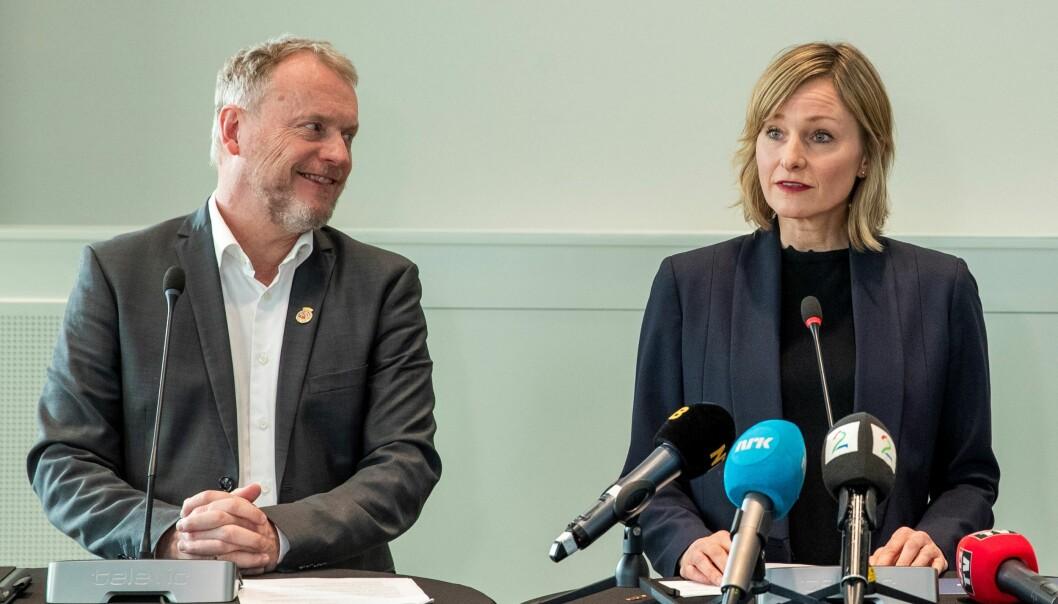 Byrådsleder Raymond Johansen (Ap) og oppvekst- og kunnskapsbyråd Inga Marte Thorkildsen (SV) holder skoler og barnehager åpne for barn med foreldre i samfunnskritiske jobber.