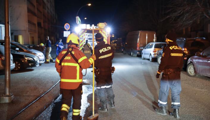 Politiet fikk meldinger fra mange som så en person løpe fra stedet før det begynte å brenne i en bil på Bogerud natt til torsdag.