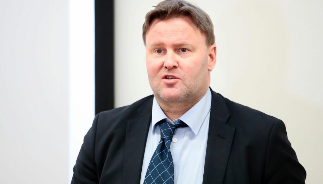 Fungerende assisterende helsedirektør Espen Rostrup Nakstad skal vurdere differensierte smitteregler.