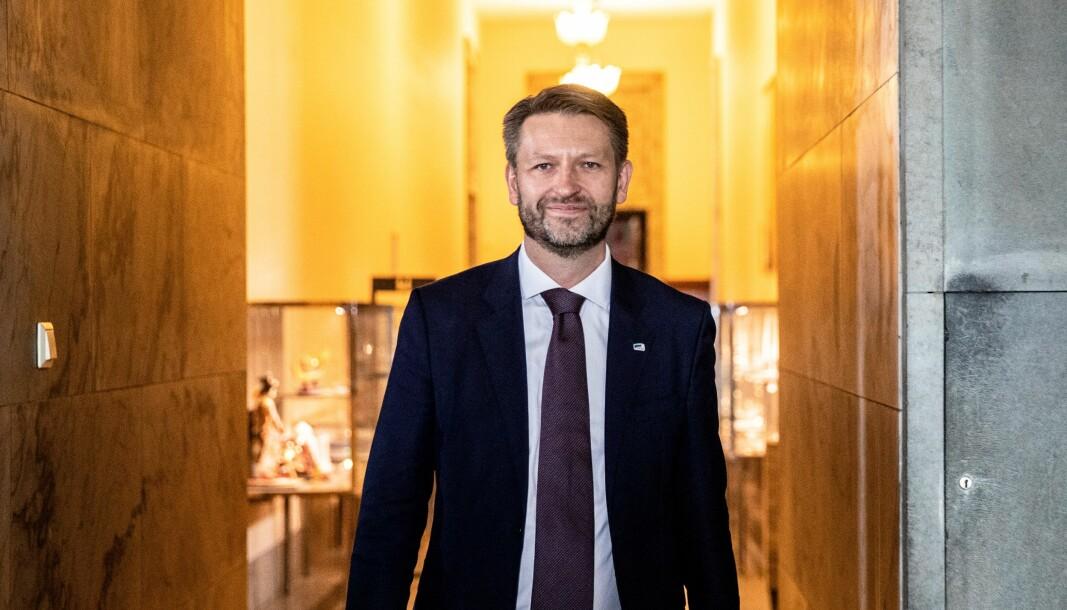 — De av oss som fortsatt er i full jobb, men har hjemmekontor, kan bidra til at Ruter overlever ved å fornye månedskortet, mener Eirik Lae Solberg (H).