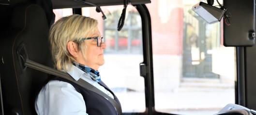 - Folk vinker til oss og holder tommelen opp, sier 37-bussens sjåfør Lena Olsson