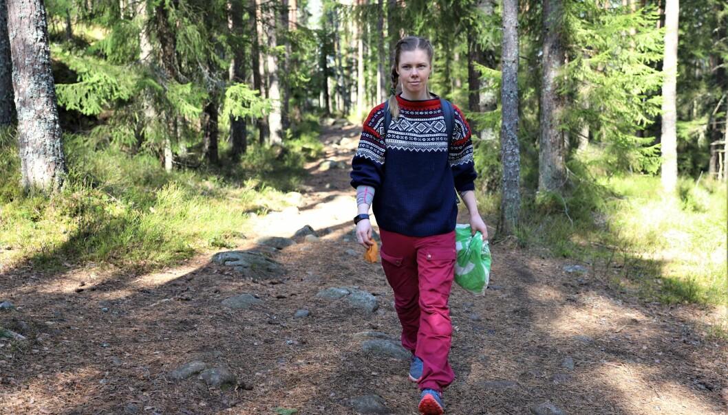 Silje Østby Thune går ikke på tur i Oslomarka uten å ha med en plastpose. -Vi må alle ta ansvar, sier hun.
