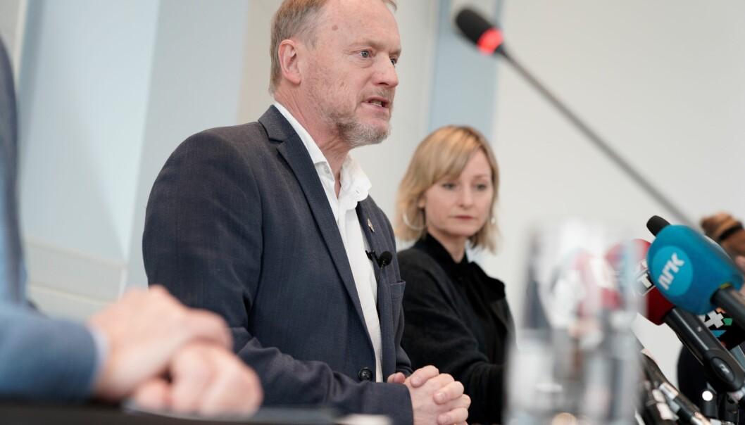 Byrådeleder Raymond Johansen (Ap) og skolebyråd Inga Marte Thorkildsen (SV) legger frem plan for gjenåpning av Oslos skoler og barnehager onsdag klokken 14.