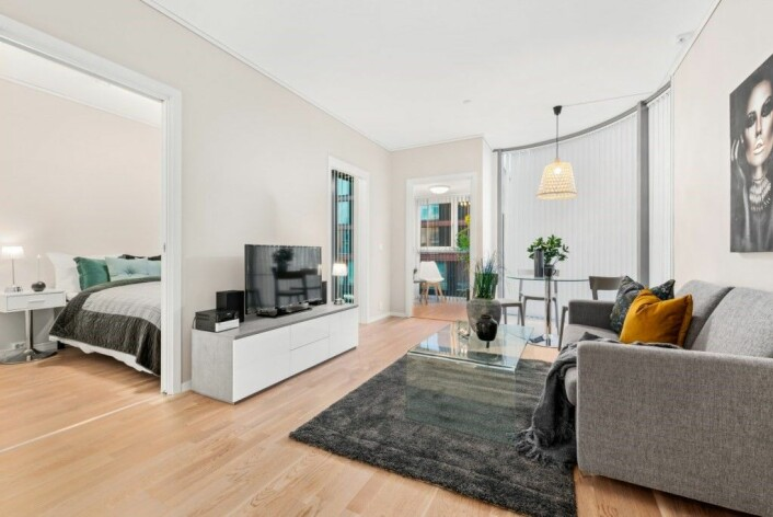 En økende trend er at selskaper både i Norge og utlandet ønsker å leie inn spesialkompetanse til sine prosjekter. Dermed oppstår det et behov for å kunne leie fullt møblerte og utstyrte leiligheter for den perioden man skal være i byen for å jobbe. På bildet ser man en slik leilighetet som tilbys av Bjørvika Apartments. Foto: Bjørvika Apartments