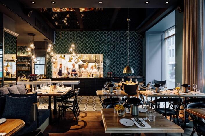 I Atlas Brasserie & Café kan oslofolk sitte på dagtid og jobbe. I pausen kan de nyte en vaffel med med laks og avocado. Foto: Francisco Nogueira