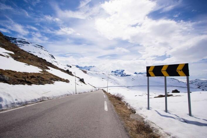 Svært mange søker til det paradisiske hvite fjellet. Foto: Trygg trafikk