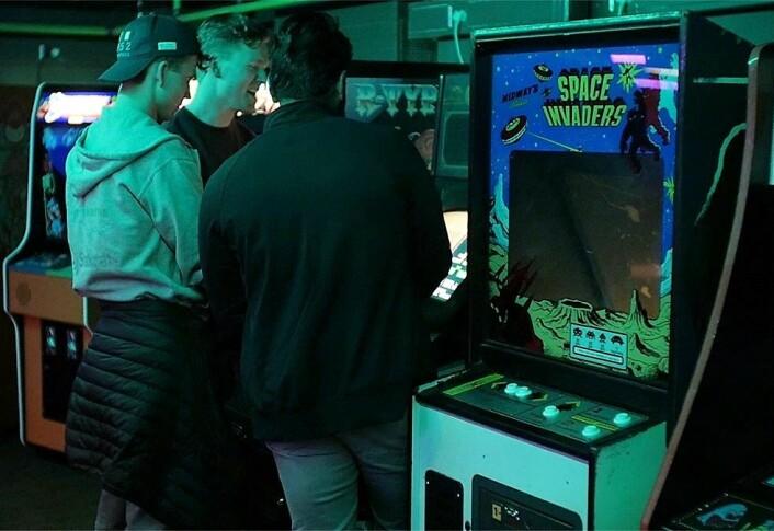 Storklassikeren Space Invaders er bare ett av mange arkadespill du kan spille på Tilt. Foto: Thor Langfeldt