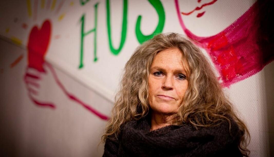 – Det er stor fare for at voldsutsatte nå ikke har muligheten til å oppsøke hjelp fordi de har voldsutøvende rundt seg hele døgnet, sier Inger-Lise W. Larsen.