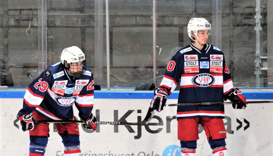 Calle Spaberg Olsen (til venstre) fra debutkampen for Vålerenga sitt A-lag sesongen 2018-19. Nå snuser NHL på stortalentet.