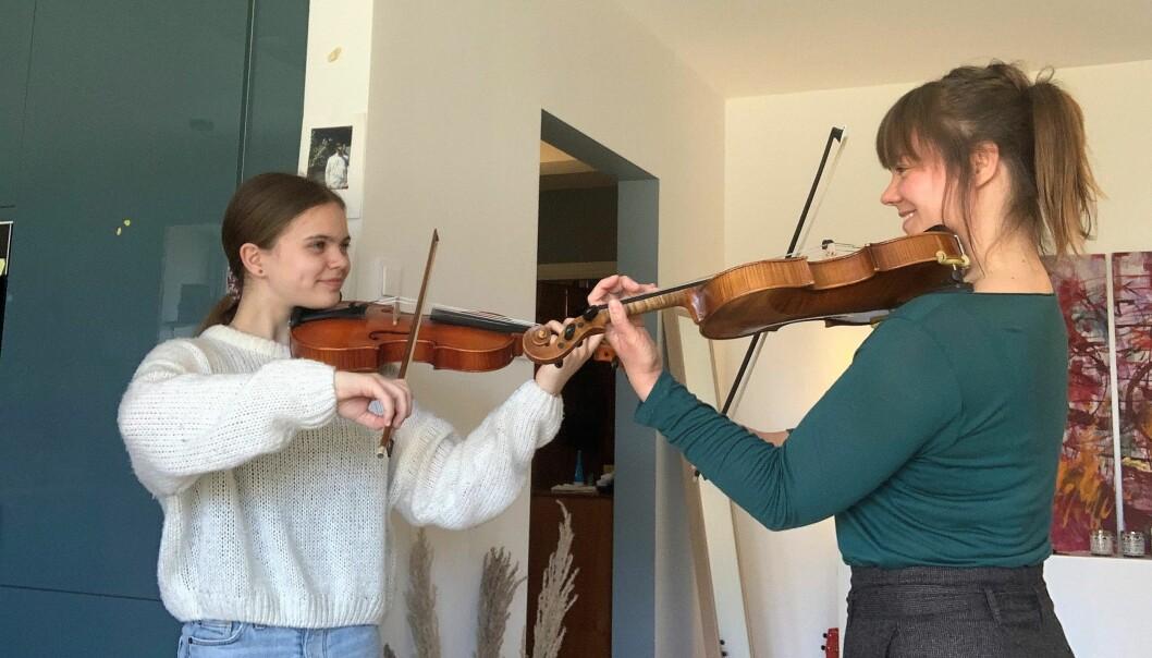 Sara Fosseng-Haider og Sigrid Fosseng fra Keyserløkka setter stor pris på å kunne gjøre noe kreativt sammen