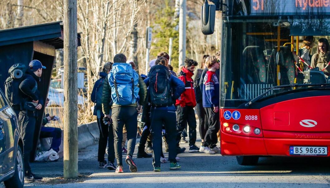 Mange folk hadde tatt turen ut i Maridalen Skjærtorsdag. Ruter hadde satt opp ekstrabusser for å ta unna.