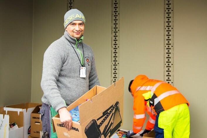 Spesialarbeider El Hocine Mahnin liker godt å jobbe med ungdommene og skryter av arbeidsplassen. Foto: Morten Lauveng Jørgensen