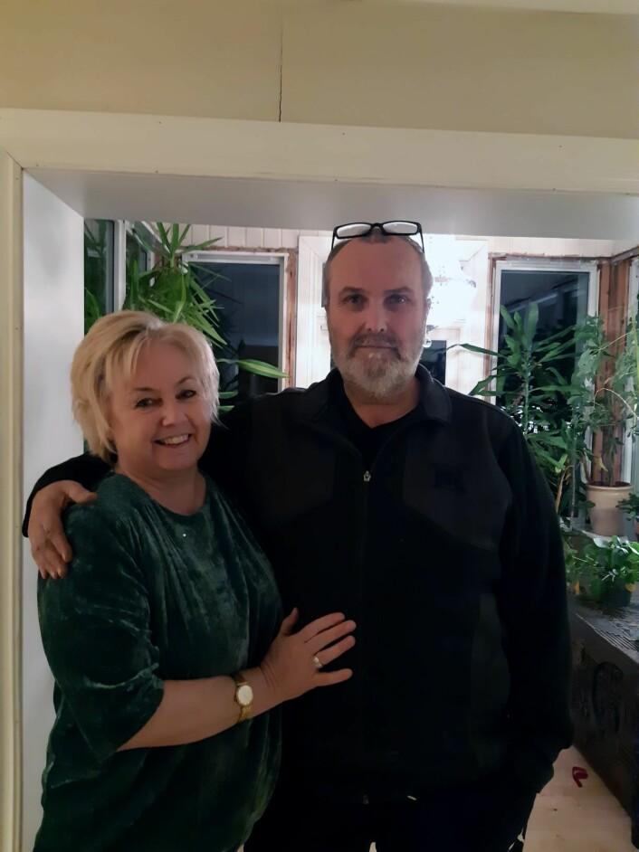 Rita (57) og hennes mann, Per Øivind (55), har tre fosterdøtre, som de elsker. Foto: Barne- og familieetaten