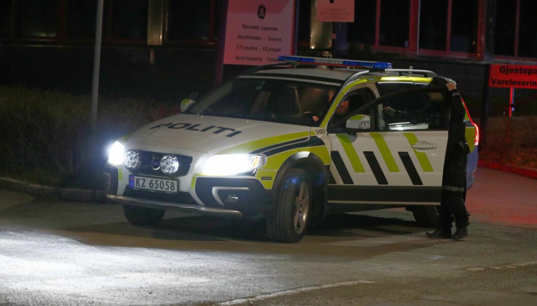 Politiet på plass på Ullern etter at en tenåringsgutt ble ranet fredag kveld.