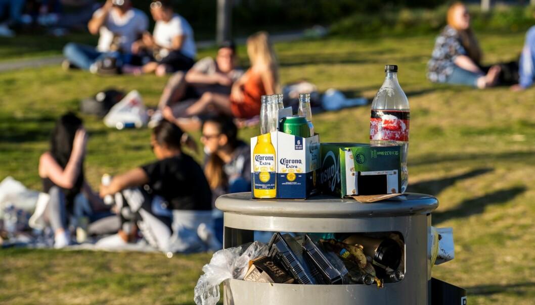 Mange mennesker tok turen til parken ved Sørenga bad tirsdag for å kose seg med noen øl i solen.