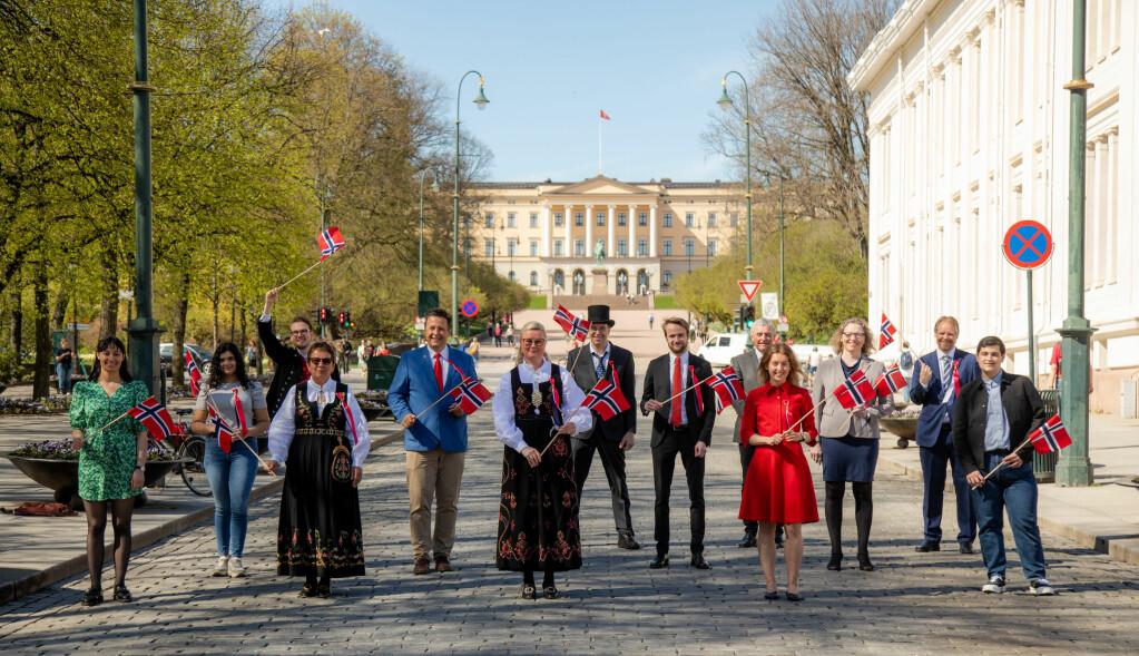 Leder Pia Farstad von Hall i 17.mai-komiteen (i midten) og resten av 17. mai komiteen i Oslo.