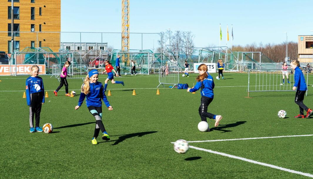 Noen osloklubber har allerede åpnet for organisert fotballtrening. I løpet av kommende uke åpner enda flere opp for trening innenfor helsemyndighetenes retningslinjer.