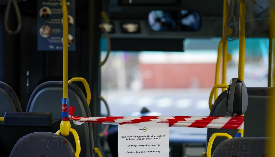 Kollektivtransporten har flere steder kjørt med redusert rutetilbud. Samtidig som tilbudet nå normaliseres, innfører bransjen strengere smittevernregler.