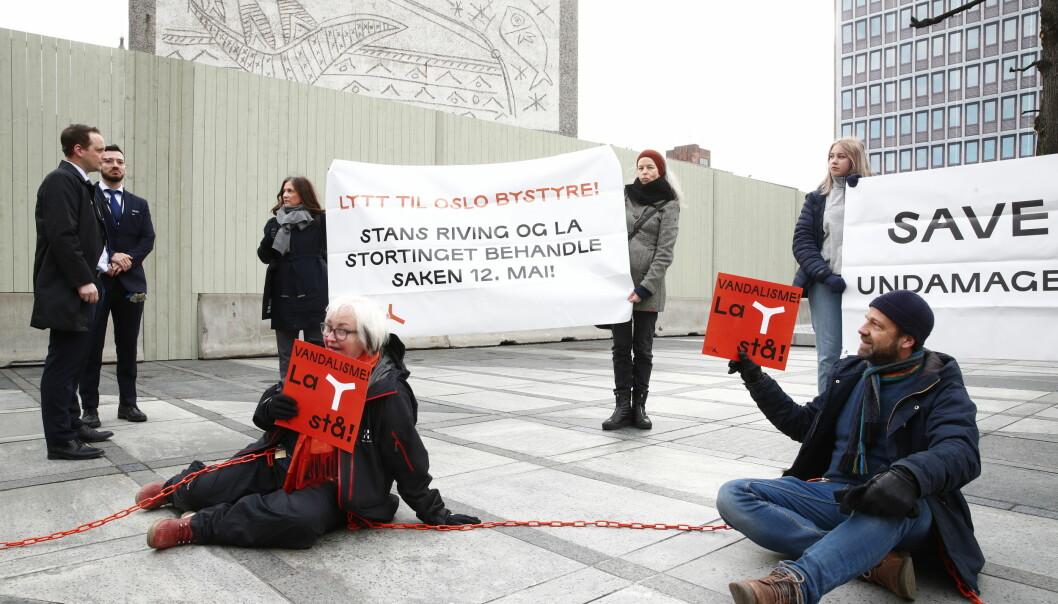 Støtteaksjonen for å bevare Y-blokka gjennomførte en aksjon i regjeringskvartalet tirsdag.