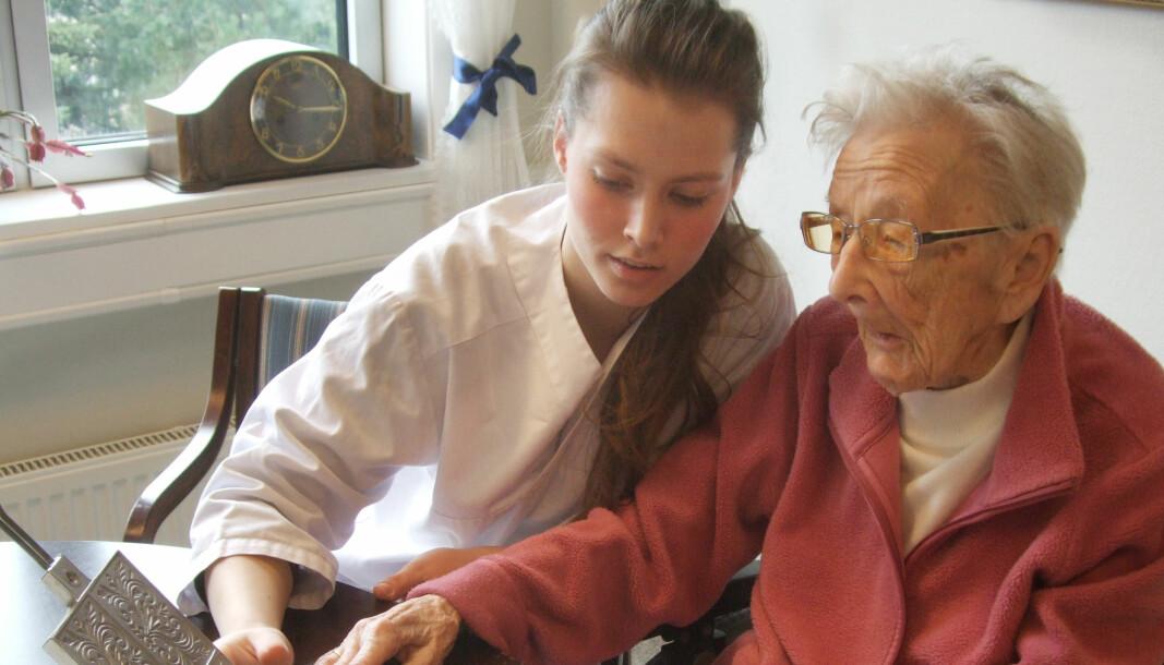 Vi trenger å rekruttere mange flere til arbeid i eldreomsorgen, sier Jon Reidar Øyan (AP).
