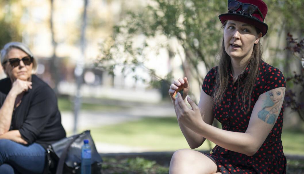 Lilith Christine Nepstad Staalesen (t.h) forteller om konsekvensene av koronakrisen for sexarbeidere. Astrid Renland (t.v).