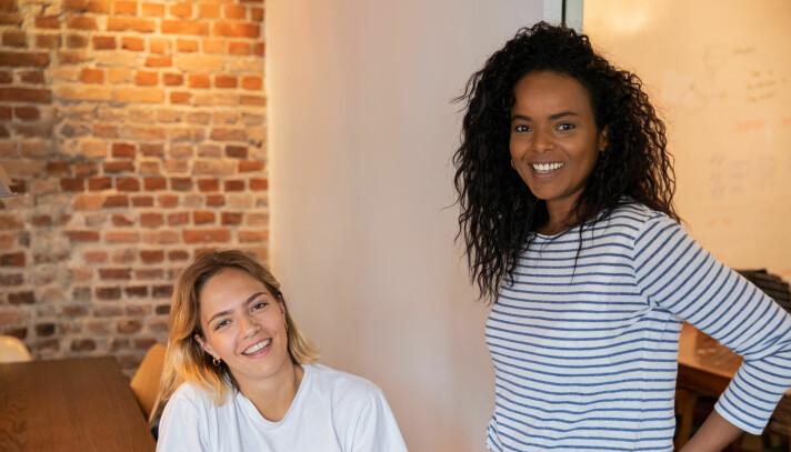 Oslo-grûnderne Yrsa Ulriksdottir og Adiam Mengis (til høyre) bruker all sin tid på å utvikle Svop i disse dager.