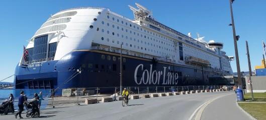 – Dette stinker! Nå har Color Magic ligget til kai i Oslo i halvannen måned med maskinene kontinuerlig i gang