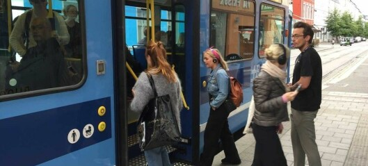 Nye reiseregler: - Busser, tog og trikker får maksimalt være halvfulle