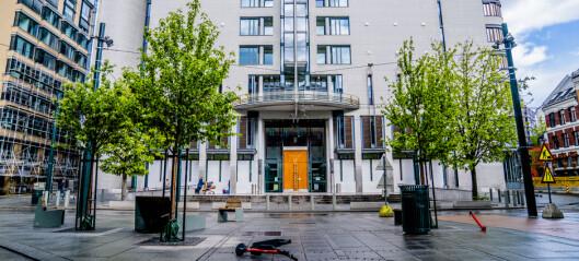 Oslo-advokat tiltalt for korrupsjon og utroskap. Tok betalt i alkohol