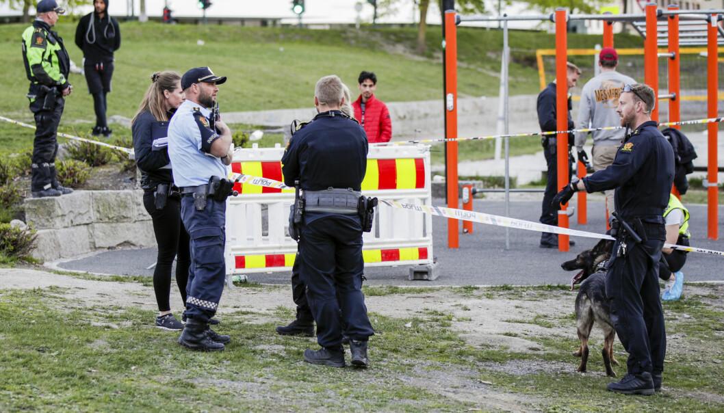 Politiet på stedet der knivstikkingen skjedde.
