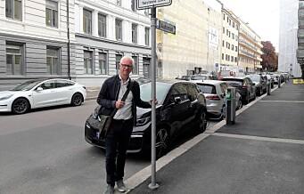 Feil skilting gjør at el-bileierne ikke kommer til på ladeplassene i Vibes gate