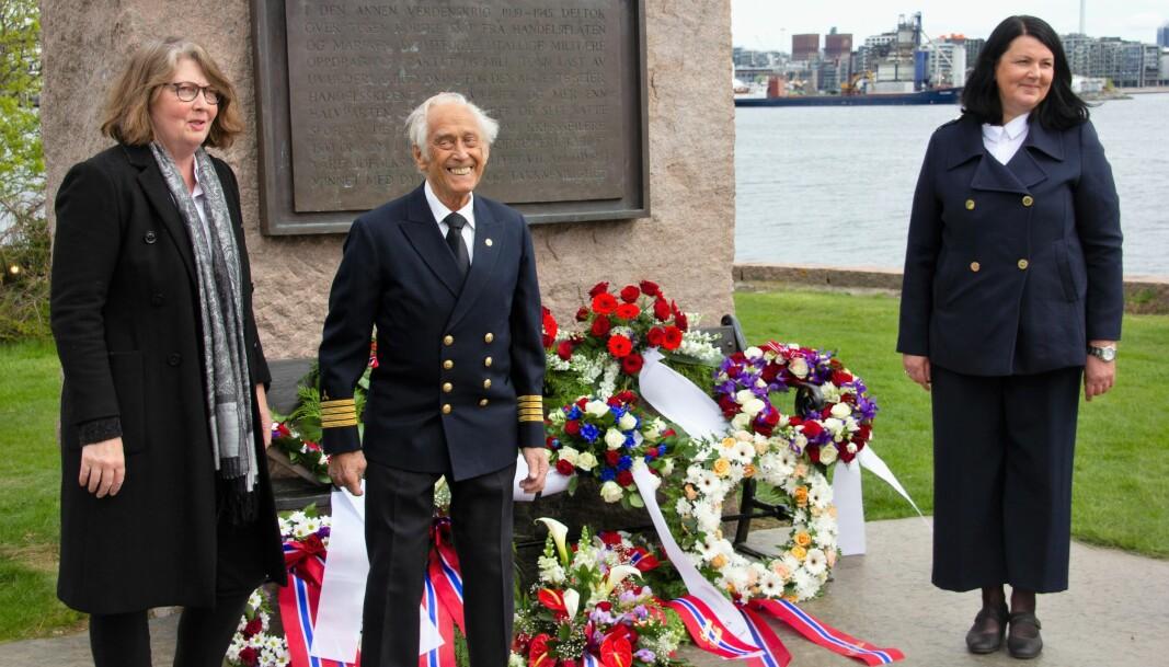 Direktør for Holocaust-senteret Guri Hjeltnes (t.v), maskinsjef Ansgar Sletteberg og Maritimt museum-leder Tove Wefald Pedersen.
