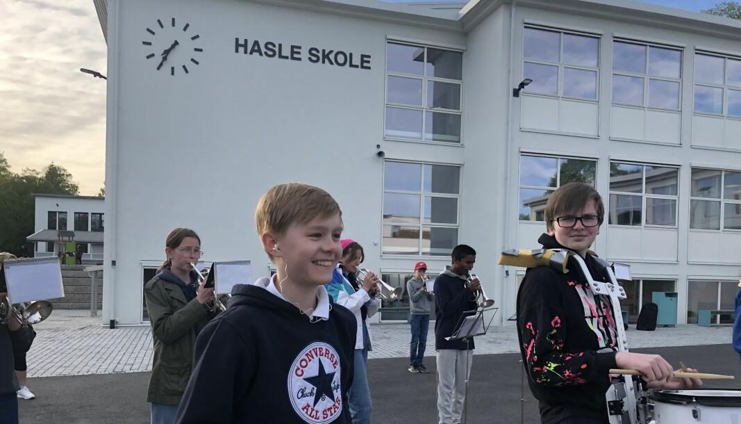 Øvelsen foregår i skolegården til Hasle skole.
