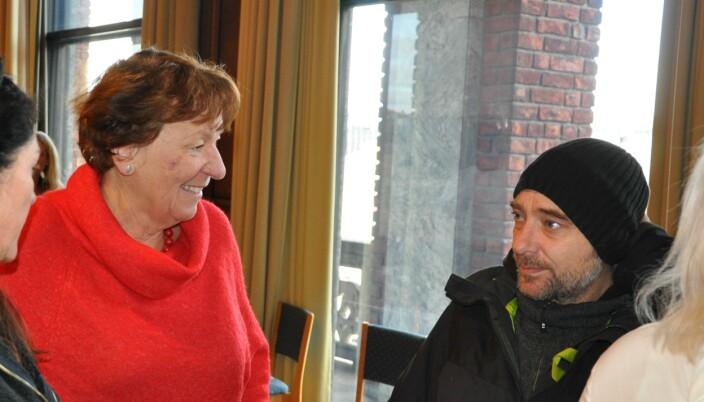 Ordfører Marianne Borgen (SV) da birøkter Lars Johan Mortensen i Jobben før jul forsøkte å overtale rødgrønne politikere til å ikke kutte i tiltaket.
