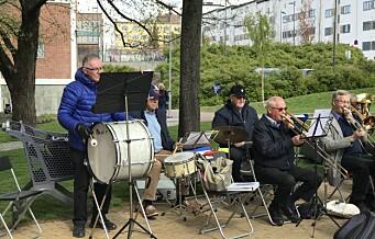 Sagene Frivilligsentral tjuvstartet 17. mai, med hjelp av Bjølsen seniorkorps. Se videoen