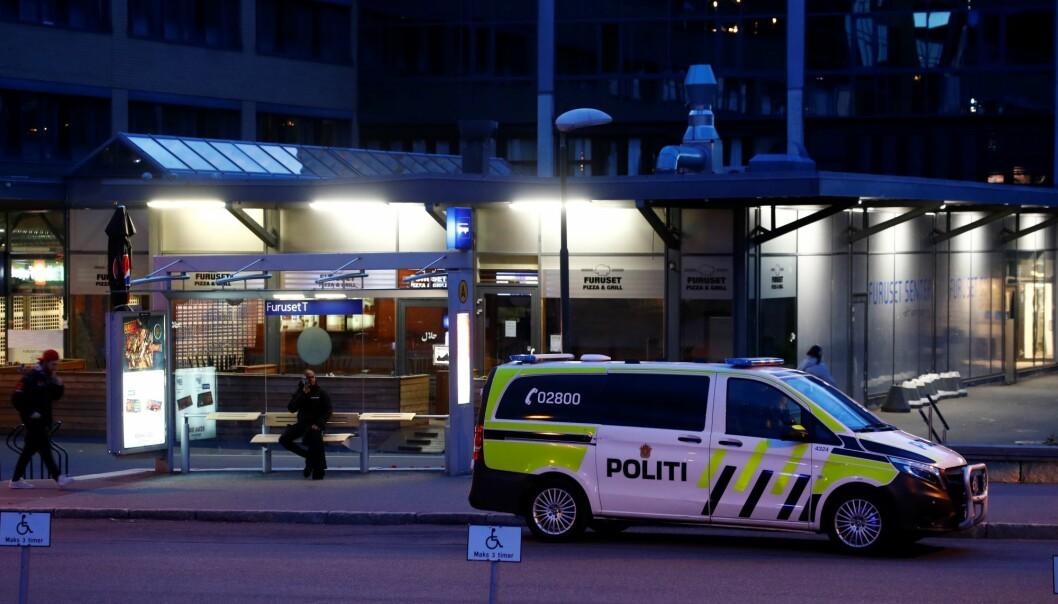 Skadeomfang på den knivstukne ved Furuset senter er fredag kveld uavklart, opplyser politiet.