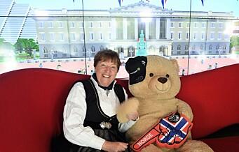 Ordfører Marianne Borgen og Bamse deltok i tidenes største virtuelle 17. mai-tog opp til Slottet