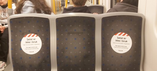 På disse setene er det forbudt å sitte. Sju av ti plasser på trikk og T-bane fjernes