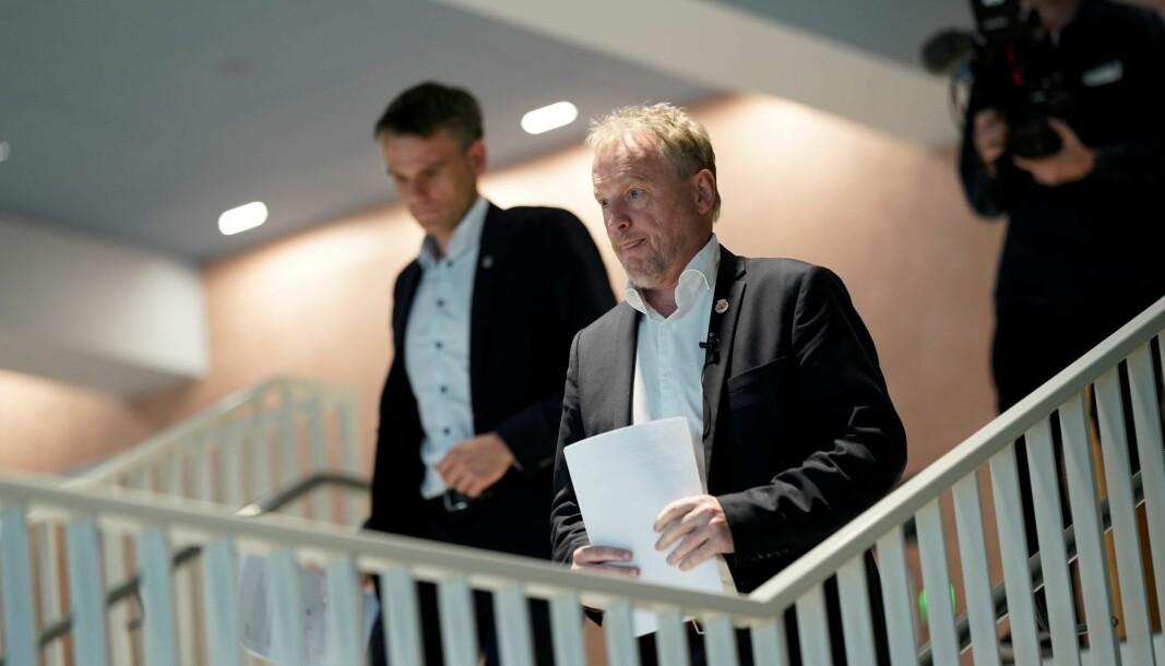 Alvorstynget Raymond Johansen (Ap) og finansbyråd Einar Wilhelmsen (MDG) på vei for å legge frem kutt på 1,9 milliarder i revidert Oslo-budsjett for 2020.
