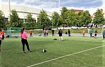 Leke- og ballplassen på Lille Bislett er laget for barn. Her okkuperer voksne fra Sats banen i timesvis