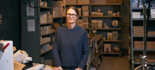 Kniven på strupen for Norway Designs i Stortingsgata