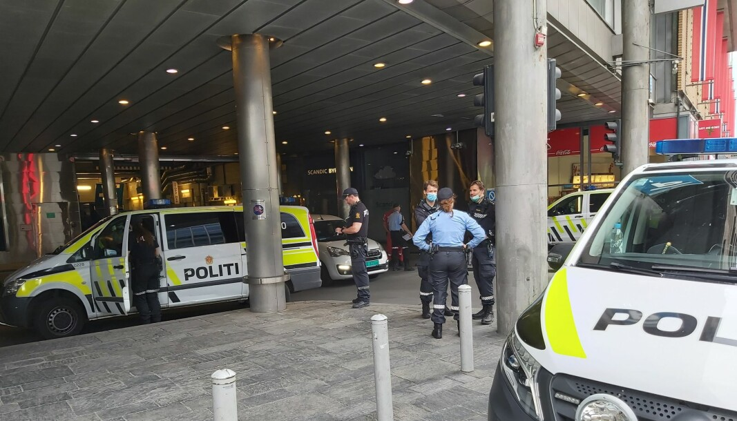 Ingen er pågrepet ennå for knivstikkingen på Oslo S. Politiet er på stedet.